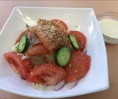 燻鮭番茄凱薩沙拉