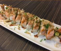 鮭魚芒果壽司捲(季節限定)
